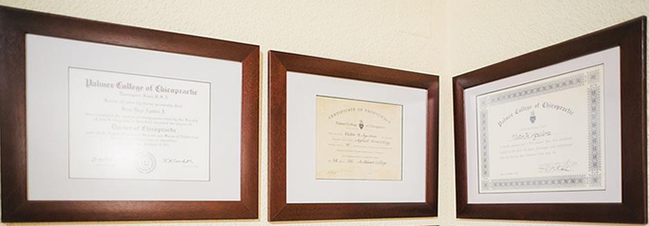 Víctor Aguilera tiene el Título Oficial de Licenciado en Quiropráctica del Ministerio de Educación del Gobierno de España.